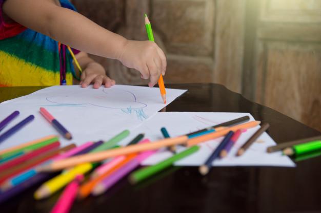 coloreando el abecedario infantil con figuras
